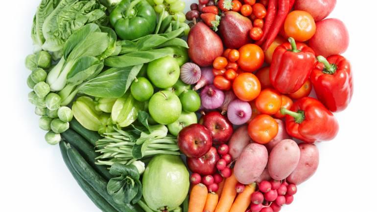 Come frutas y verduras, no las hagas jugo.