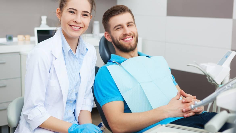 ¿Qué cuidados debo seguir después de una extracción dental?